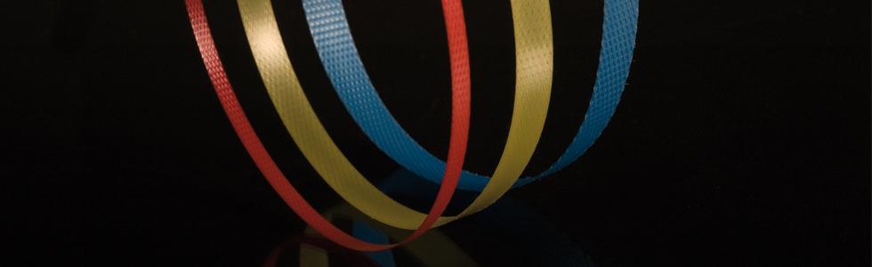 fest verpacken mit Umreifungsband